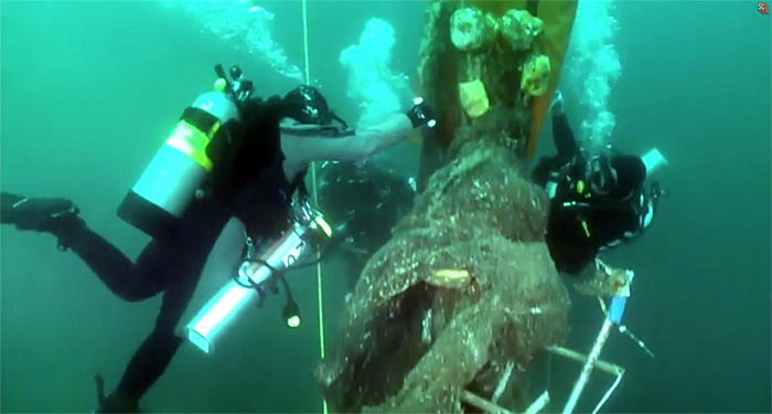 Divers cutting lose netting from the Infidel wreck.