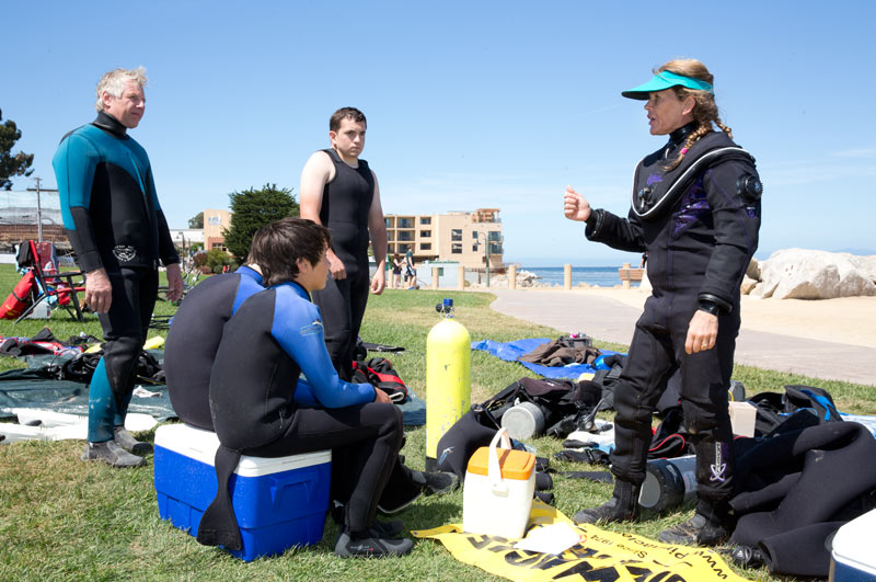 PAID Instructor Jennifer Kimberly gives the pre-dive briefing