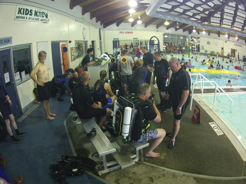While waiting for the reserved pool time to arrive, the assisting dive supervisors helped participants into the various rebreathers and debriefed them on the controls. With a 2 to 1 ratio of participants to rebreathers, a person didn't have long to wait for their turn on a machine.